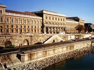 Az vár a teljes magyar felsőoktatásra, ami a Corvinussal történik