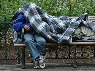 Emberek ezrei alszanak az utcákon - hamarosan komoly kártérítést kaphatnak?