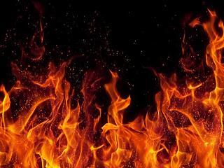 Komoly tűz – több ezer szalmabála kapott lángra
