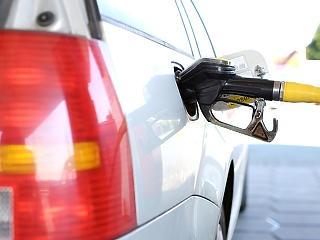 Az autósok fele mától olcsóbban tankolhat