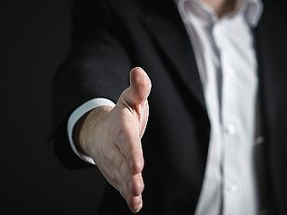 Óriási összeborulás készül: egyesülhetne két nagybank