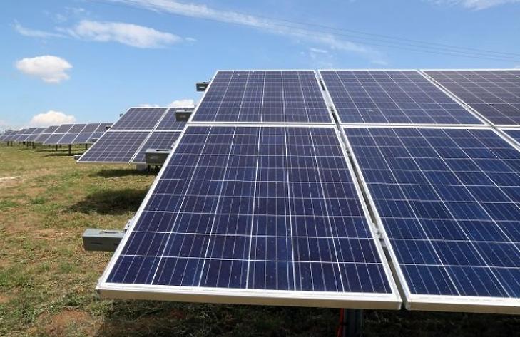 A Mol nagy dobása: három napelempark építését jelentették be