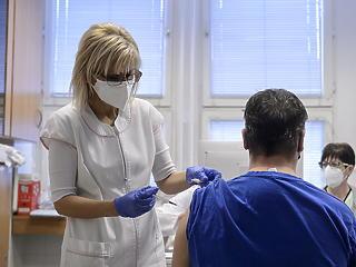 Stabilan magasnak mondható a napi új fertőzöttek száma