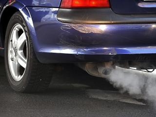 Túl puhány a brit kormány? Hamarabb kell betiltani a benzines- és dízelautókat!