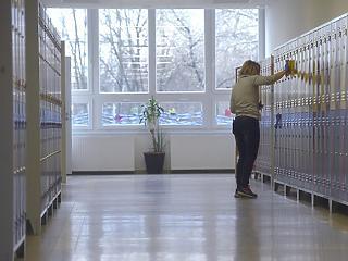 Itt a határozat a bezáró iskolákról