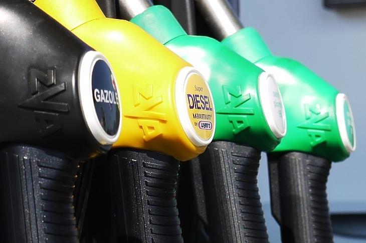 Ha férfi vagy, többet költesz üzemanyagra, mutatta ki a felmérés.