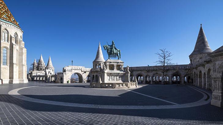 Súlyos éveket esik vissza a magyar gazdaság a koronavírus miatt