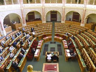 Csak 5,5 hónapot dolgoznak idén a parlamenti képviselők