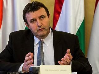 Egyszerre két miniszteri biztosát mentette fel Palkovics László