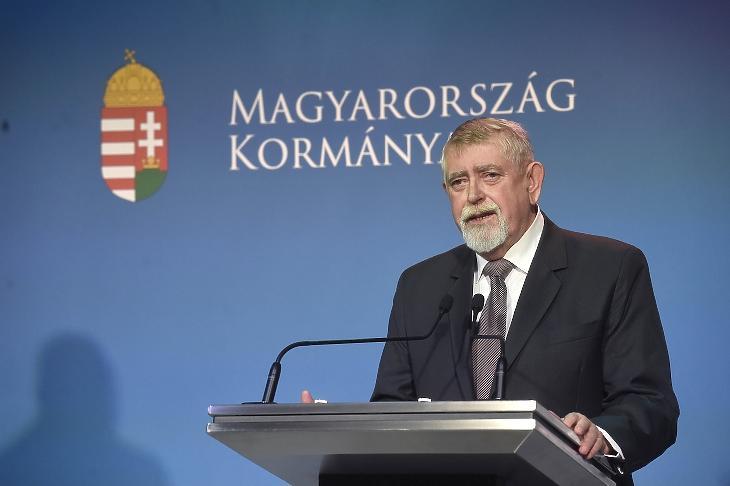 Kásler Miklós, az emberi erőforrások minisztere. MTI/Bruzák Noémi