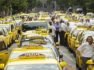 Kétnapos blokádra készülnek a taxisok a választás előtt