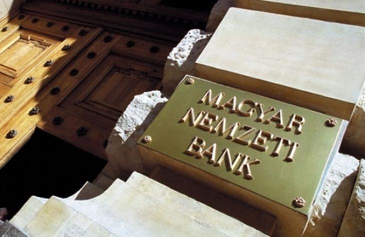 Jobban a pénzváltók körmére nézne az MNB