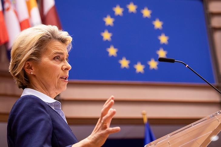Ursula von der Leyen, az EU Bizottság vezetője is kiemelte a gazdasági helyreállítási csomag jelentőségét (fotó:MTI)
