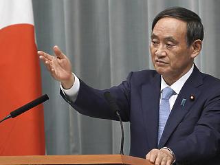 A japán miniszterelnök első éve: rakéták Kína irányába