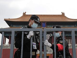Pekingnél betelt a pohár – a vírus miatt a kínaiakat bántalmazzák az angolszász világban