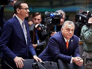 Cáfolja a lengyel kormány, hogy kilépnének az EU-ból