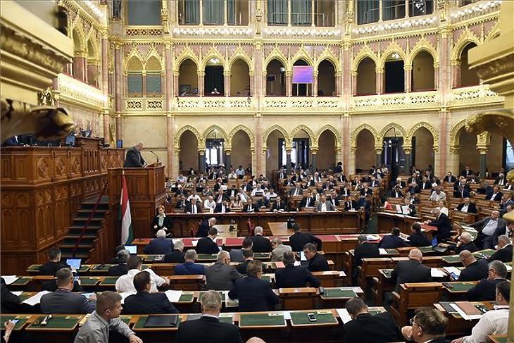 Mit szavazott még meg a parlament a költségvetésen és a 13. havi nyugdíjon kívül?
