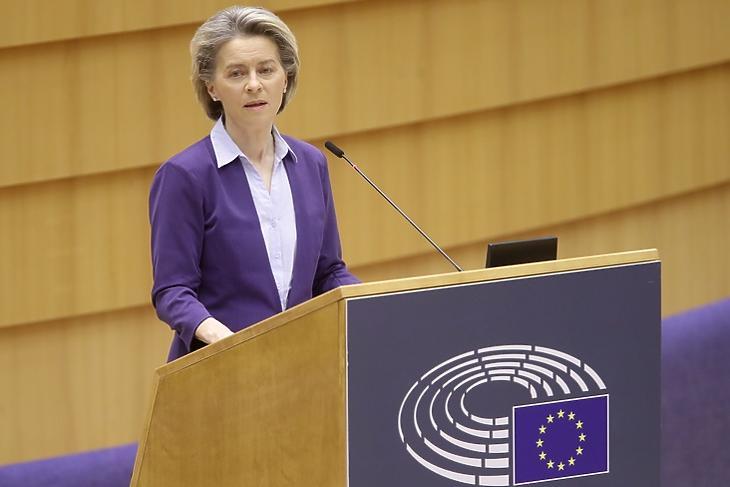 Elismerte a hiányosságokat. Ursula von der Leyen az Európai Parlament brüsszeli plenáris ülésén 2021. február 10-én. EPA/OLIVIER HOSLET