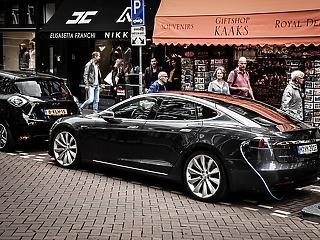 Eladnák a TikTok-ot, újabb nagy ugrás az elektromosautó-iparban?