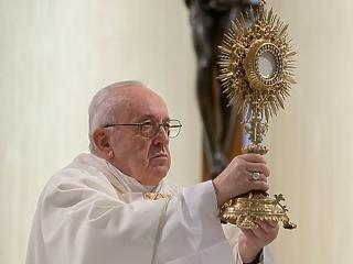 A pápa közelébe került a vírus, tovább lassított a járvány az olaszoknál