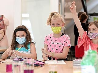 Új tanulmányok: nagyon ritkán veszélyes a Covid a gyerekekre