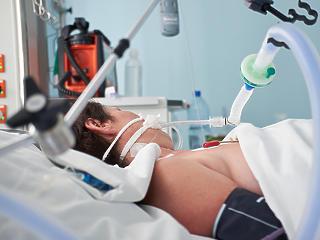 Koronavírus: egyre többen vannak kórházban és lélegeztetőgépen
