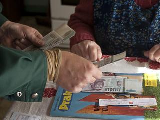 Pár hét alatt szép kis summát kapnak a magyar nyugdíjasok