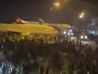 Menekülő civilek törtek be a kabuli reptérre, az amerikai katonák a levegőbe lőttek