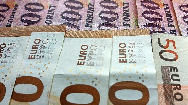 Megint a britek járnak jól, visszapattant az euró 360 forintról