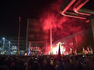 Nagyon dühösek az emberek: Magyarországgal van tele a világsajtó