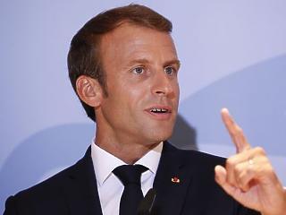 Putyin mosolyog: Macron felforgatja a NATO-t