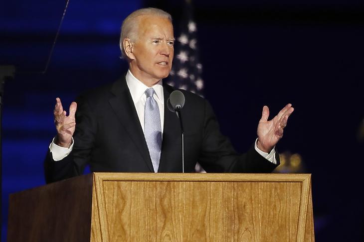 Egyesíteni akar: Joe Biden győzelmi beszéde közben Wilmingtonban (Delaware) 2020. november 7-én. EPA/JIM LO SCALZO
