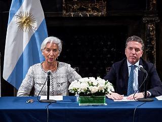 Akkora pénzt önt egy országra az IMF, amekkorát még soha senkire