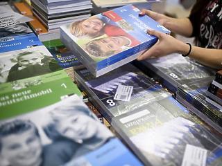 2020-ra minden diák ingyen kapná a tankönyveket
