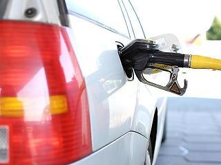Nem áprilisi tréfa: szerdától megint nagyot zuhan a benzin ára
