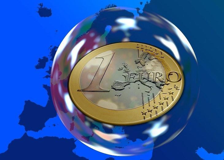 Euró a buborékban (Pixabay.com)