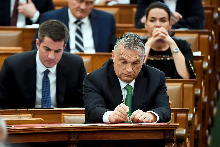 A kormány hamarosan visszaadja a döntési jogköröket a Parlamentnek (Fotó:  MTI/Koszticsák Szilárd)