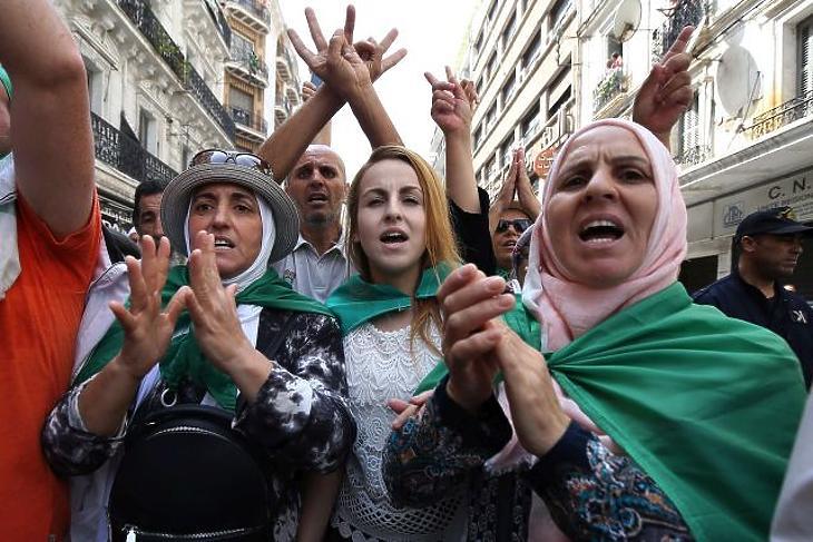 Súlyosbodó bankválság és tüntetések – forrong a muszlim világ