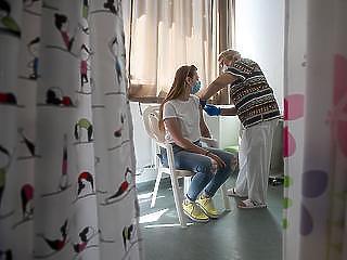 Áprilisi szinten az új fertőzöttek száma, elhunyt 45 beteg