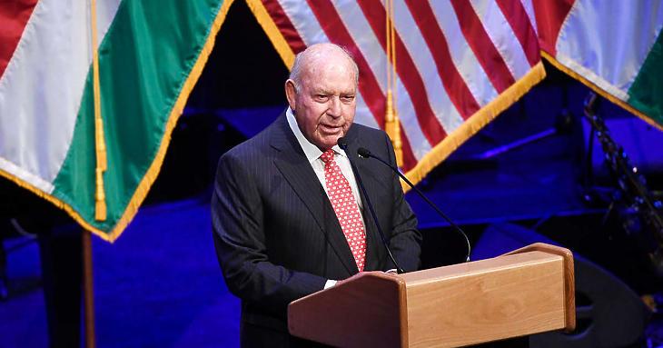 Távozik David Cornstein amerikai nagykövet
