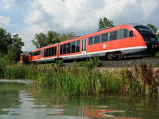 Hogyan jutok le vonattal a Balatonra idén nyáron?
