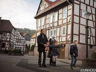 Csökken a menekült státuszért folyamadók száma Németországban