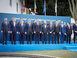 Portugáliában barátkozik Orbán Viktor