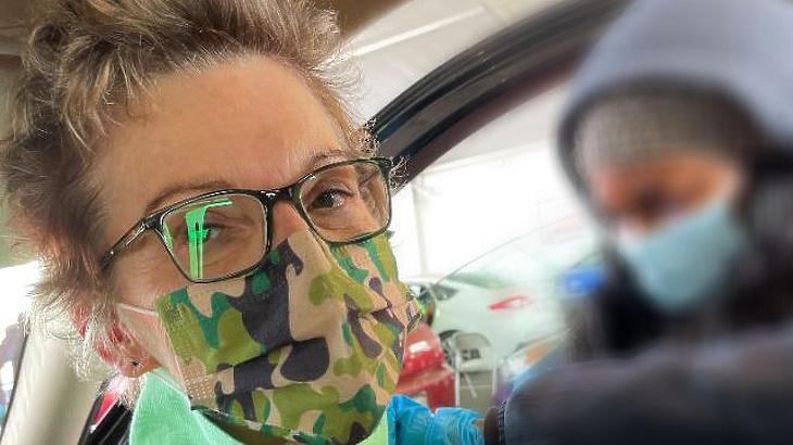 Mary Daly maszkban. (Forrás: Twitter)
