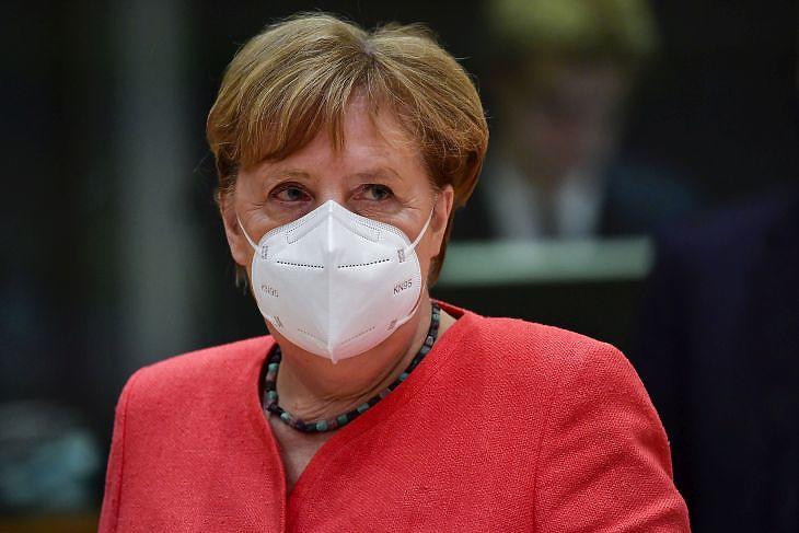 Merkel is megérzi a válságot: a német kancellár a brüsszeli EU-csúcson 2020. július 20-án. EPA/JOHN THYS