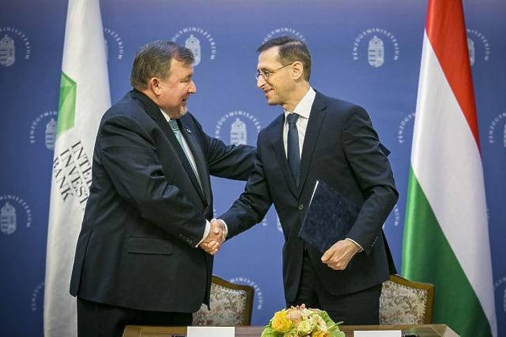 1,5 milliárd euróért bocsátana ki kötvényt a Nemzetközi Beruházási Bank