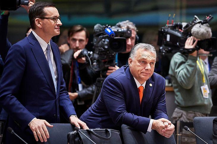 Mateusz Morawiecki lengyel kormányfő és Orbán Viktor miniszterelnök a 2019. decemberi EU-csúcson Brüsszelben. (Fotó: Európai Tanács)