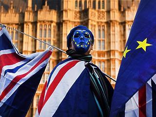 Brexit: leálltak a gyárak, bezuhant a brit autóipar