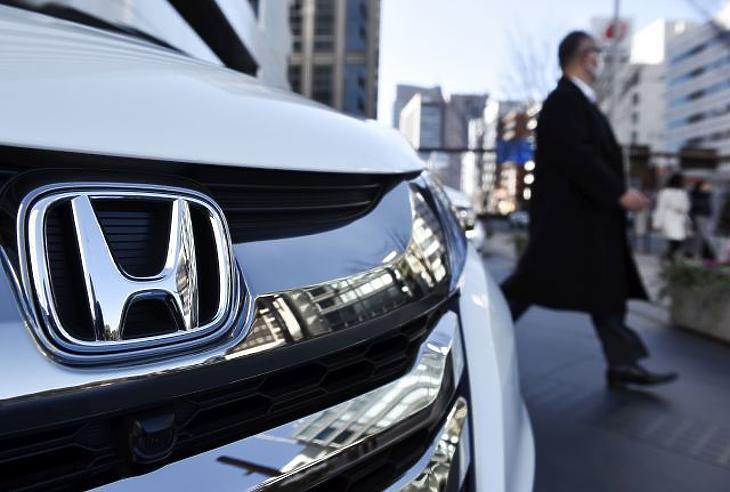 Újabb autógyártó dob piacra önjáró autókat