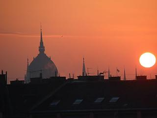 A nap képe: vörösben úszik a Parlament